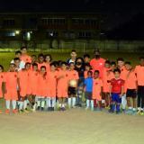 Miguel Pinzón y Milagros Morales en compañía de su equipo Versalles FC.