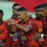 Jorge Echeverría celebrando uno de los goles de Caracas FC ante Cesar Vallejo.