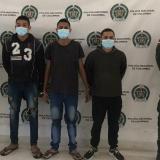 Los tres hombres fueron llevados hasta las oficinas de la Fiscalía para iniciar en su contra el proceso penal.