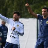 """""""Messi está bien y cuando está con Argentina está mejor"""": Scaloni"""
