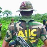 Las Autodefensas Unidas de Colombia  (AUC) firmaron un acuerdo de paz para su desmovilización en 2005 con el gobierno de Álvaro Uribe Vélez.