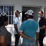 El alcalde de Galapa, José Vargas, durante la entrega de una de las viviendas.