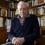 """""""La literatura debe ser libre para que muestre nuestros males"""": Vargas Llosa"""