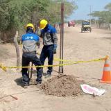 Ubicando los puntos para los postes, inician obra para llevar luz a Martinete