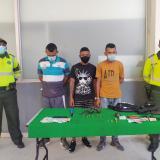 Capturan a tres hombres señalados de haber atracado a pasajeros de un bus