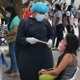 Toma de muestra para cortar cadena de contagios de covid-19 en Santa Marta