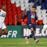 Mbappé pone líder al PSG en el regreso de Neymar