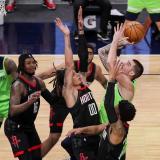 Spurs recuperan liderato División Suroeste; Westbrook amplia el de triples