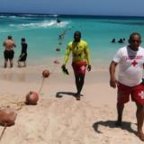 Instalan 600 metros de boyas en Playa Blanca