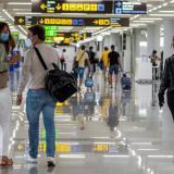 España prorroga cuarentena obligatoria a viajeros de Colombia, Brasil y Perú