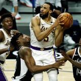 Clippers ganan duelo a Lakers; derrotas sorpresas de Sixers y Nets