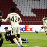Roma venció al Ajax por 2-1.