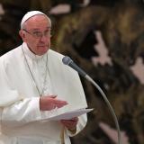 Papa Francisco pide ayudar a los demás