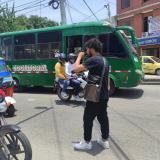 La historia detrás del video viral de artista callejero con su mascota