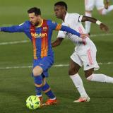 Messi regala camisas firmadas del Barcelona
