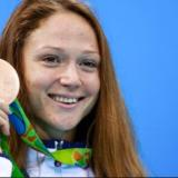 Nadadora vendió por eBay su medalla de oro para apoyar a la oposición