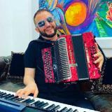 Chelito de Castro estrena el 'Sube que sube'