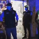 Policía cierra supuesta barbería por violar medida del toque de queda y la ley seca