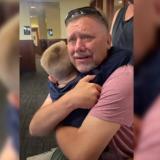 Emotivo reencuentro de abuelo con su nieto luego de estar separados por la pandemia