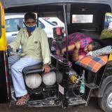Colapso hospitalario en India en medio de récord de casos