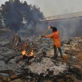 Ayuda internacional trata de aliviar a la India en pleno récord de casos
