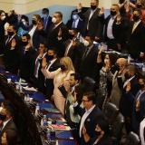 Asamblea de El Salvador destituye a jueces y al fiscal