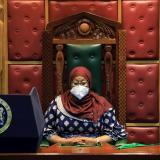 Presidenta de Tanzania usa mascarilla en público por primera vez