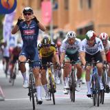 Merlier gana etapa dos de Giro de Italia tras error de Gaviria y Molano