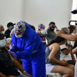 Distrito comenzará vacunación sin agendamiento para mayores de 60 años