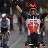 Caleb Ewan gana la quinta etapa del Giro, Egan se metió al top 10