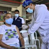 Punto móvil de vacunación contra covid-19 llegó al barrio Las Malvinas