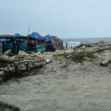 Caseteros invaden zona de espolones en Puerto Colombia