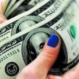 Dólar cae en la mañana de hoy pierde $20,73