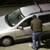 Ladrones roban una camioneta mientras un joven dormía adentro de ella