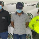 Juez ordena recluir en una cárcel a policía acusado de feminicidio en Riohacha