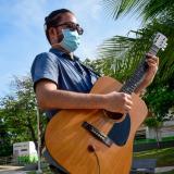 Andrés Rincón: enseñando música desde el silencio