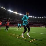 La selección de Brasil vuelve a entrenarse en silencio y rodeada de rumores