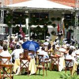 Los birretes y las togas volvieron a las graduaciones presenciales