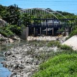 El efecto dominó de la contaminación por basuras en el agua