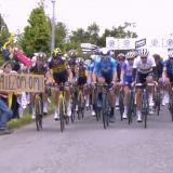 El Tour busca sancionar a la espectadora que provocó una dura caída en la primera etapa