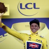 Van der Poel se impone en el Muro de Bretaña y se viste de amarillo