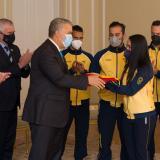 Iván Duque entrega la bandera a delegación que va a los Juegos Olímpicos