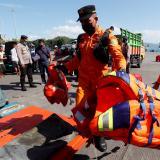 Al menos seis muertos en el naufragio de un transbordador en Indonesia