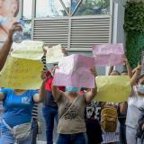 Exempleados de clínica reclaman pago de su salario