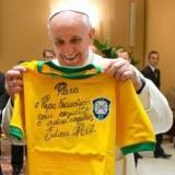 Pelé le desea una pronta recuperación al papa Francisco tras su cirugía