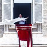 """El papa, """"conmovido"""" por mensajes de cariño, se recupera satisfactoriamente"""