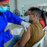 Vacunación sin agendamiento para adultos de 40 a 44 en el país