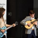 Juanes regala beca a músico puertorriqueño