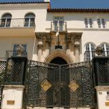 Hallan cadáveres de dos hombres en la antigua mansión Versace de Miami Beach