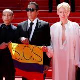 La llamativa bandera que llevaron los actores de la película colombiana 'Memoria'
